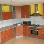kalvadosas kampu virtuves baldai